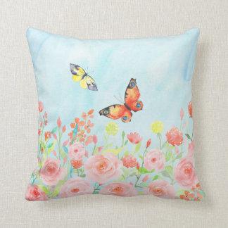 バラおよび蝶水彩画の枕クッション クッション