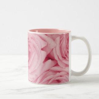 バラが付いているロマンチックなマグ ツートーンマグカップ