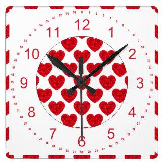 バラで満ちている赤いハートの形 スクエア壁時計
