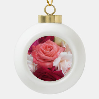 バラで覆われたクリスマスのつまらないもの セラミックボールオーナメント