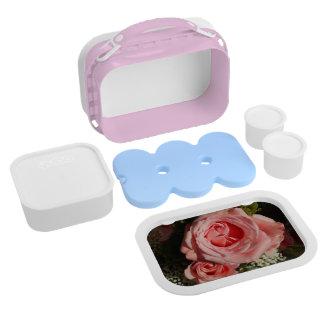 バラのお弁当箱の上のComin ランチボックス