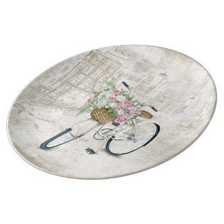 バラのバスケットが付いているヴィンテージの自転車 磁器プレート