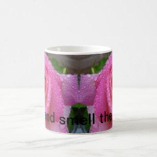 バラのマグをストップ、かいで下さい コーヒーマグカップ