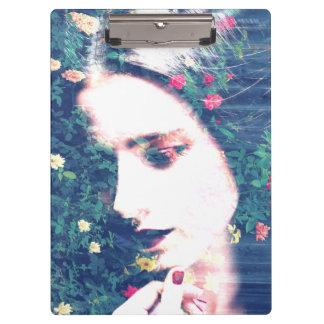 バラのロマンチックな気分の女の子の美しいの花柄の夏 クリップボード