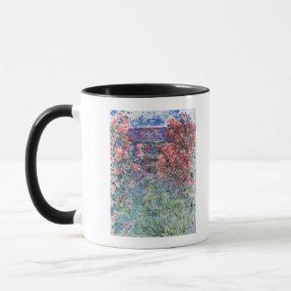 バラの下のGivernyのクロード・モネ|の家 マグカップ