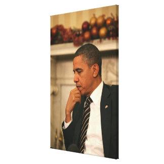 バラック・オバマ大統領は彼が会うと同時に反映します キャンバスプリント