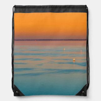 バラトン湖、ハンガリー上の日没 ナップサック