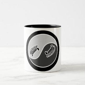 バランスのカメ ツートーンマグカップ