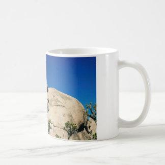 バランスをとる石 コーヒーマグカップ