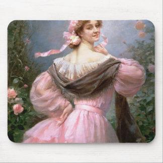 バラ園の上品な女性 マウスパッド