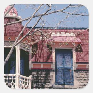 バルコニーとの旧式の建築 スクエアシール