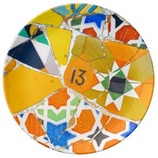 バルセロナスペインのParc Guellのセラミックタイル 磁器プレート