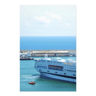 バルセロナ港を去る贅沢な遊航船 便箋
