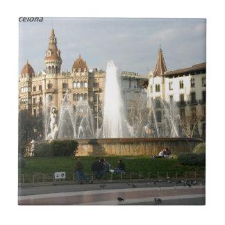 バルセロナ--広場--Catalunya--[kan.k] .JPG 正方形タイル小