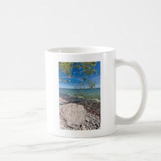 バルト海の海岸の捨て子 コーヒーマグカップ