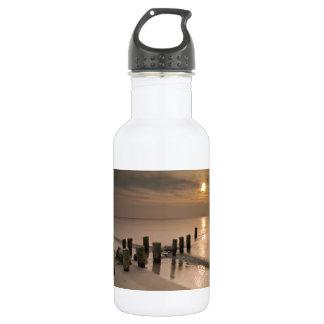 バルト海の海岸の日没 ウォーターボトル