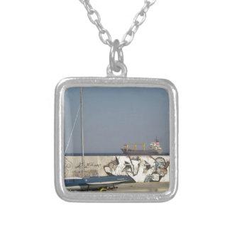 バルナを去る船 シルバープレートネックレス