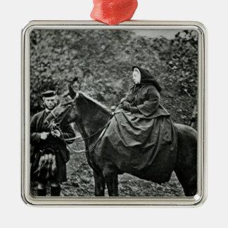 バルモラル1863年の馬上のビクトリア女王 メタルオーナメント