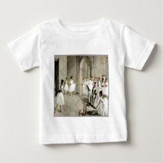 バレエの練習の乳児のTシャツ ベビーTシャツ