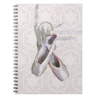 バレエ及びレースの螺線形ノートまたはジャーナル ノートブック
