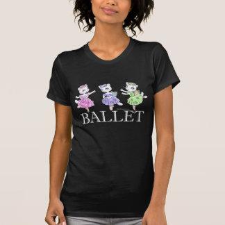 バレエ猫の暗闇のTシャツ Tシャツ