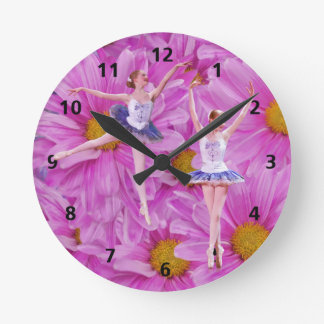 バレリーナおよびガーベラのデイジーのカスタマイズ可能な時計 ラウンド壁時計