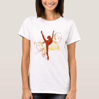 バレリーナのエレガントな渦巻 Tシャツ