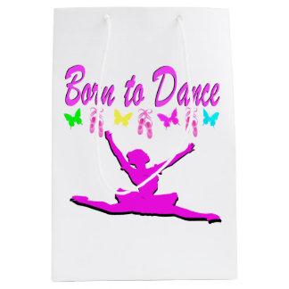 バレリーナのデザインを踊ること生まれるかわいらしいピンク ミディアムペーパーバッグ