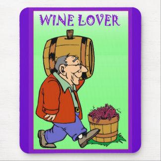 バレルを運んでいるワイン愛好家 マウスパッド