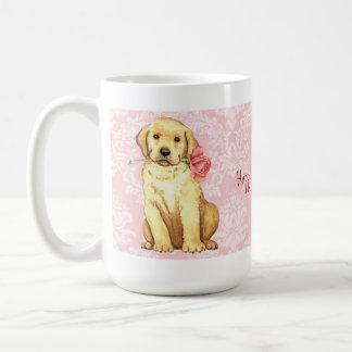 バレンタインのばら色のイエロー・ラブラドール・レトリーバー コーヒーマグカップ