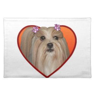 バレンタインのシーズー(犬)のTzuのアメリカ人Mojo ランチョンマット