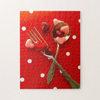 バレンタインのハートキャンデーが付いているスプーンそしてフォーク ジグソーパズル