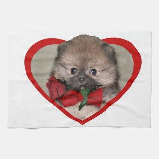 バレンタインのポメラニア犬の子犬 キッチンタオル
