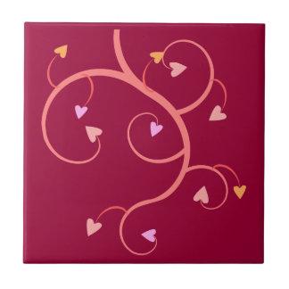 バレンタインのロマンチックな心からのつながりのつる植物 タイル