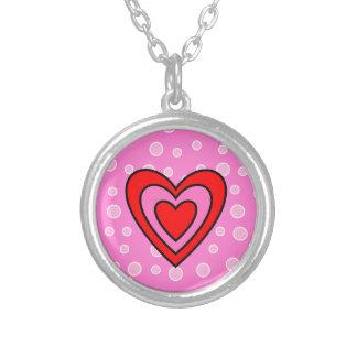 バレンタインの赤く、ピンクのハート シルバープレートネックレス