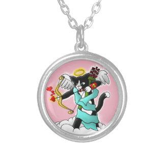 バレンタインデーのタキシードのキューピッド猫 シルバープレートネックレス
