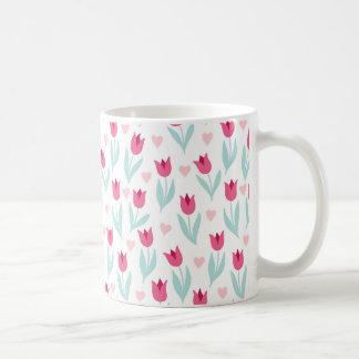 バレンタインデーのピンクの赤いチューリップの花のハート コーヒーマグカップ