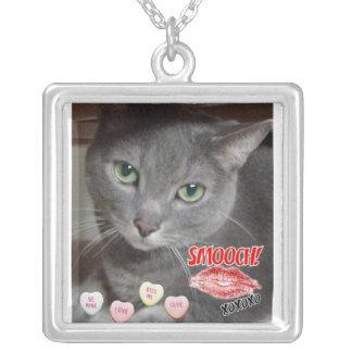 バレンタインデーのロシアのなブルーグレー猫 シルバープレートネックレス