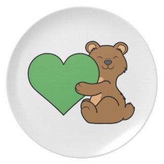 バレンタインデーの緑のハートのかわいいヒグマ プレート