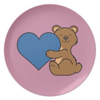 バレンタインデーの青いハートのかわいいヒグマ プレート
