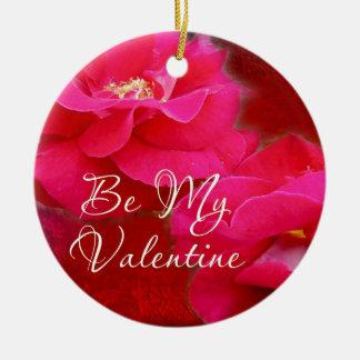 バレンタインデーの-ロマンスおよび赤いバラ セラミックオーナメント