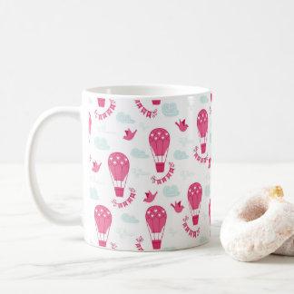 バレンタインデーは鳥愛ピンクパターンを風船のようにふくらませます コーヒーマグカップ