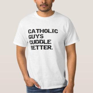 バレンタイン: カトリック教の人はよりよく抱きしめます Tシャツ