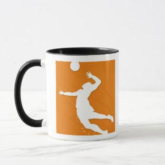バレーボールを遊んでいる人のシルエット マグカップ