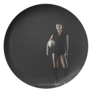 バレーボール、ポートレートを保持している若い女性 プレート