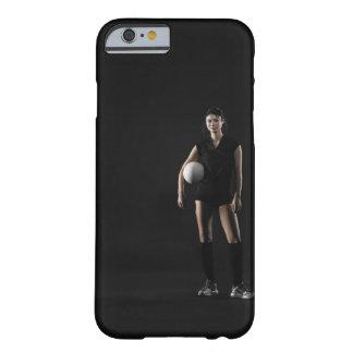 バレーボール、ポートレートを保持している若い女性 BARELY THERE iPhone 6 ケース