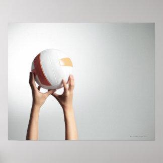 バレーボール、手のクローズアップを保持する手 ポスター