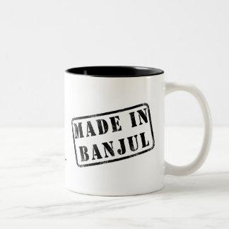 バンジュルで作られる ツートーンマグカップ