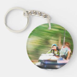 バンパー・カーで乗っている子供 キーホルダー