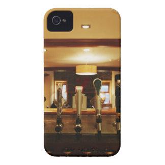バーのビールタップのクローズアップ Case-Mate iPhone 4 ケース
